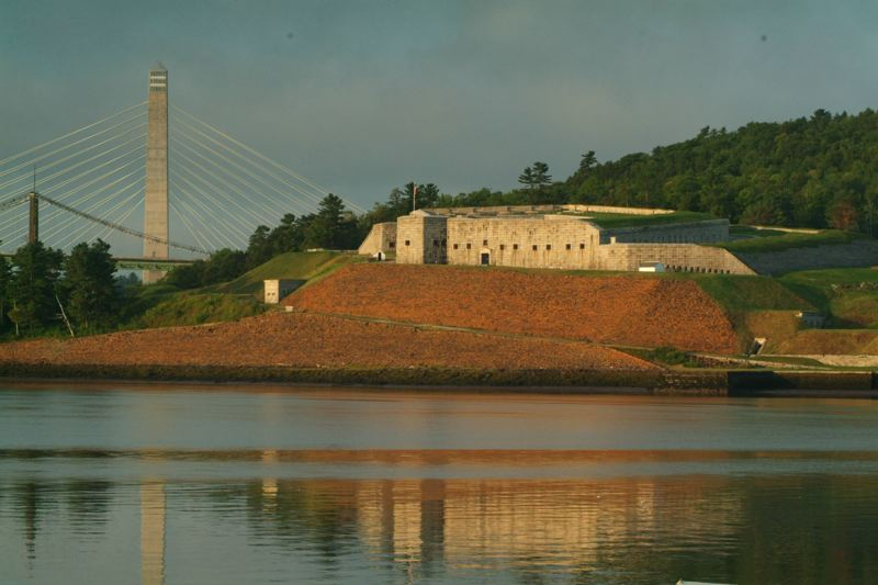 http://www.michelestapleton.com/Penobscot_Bridge_Observatory/source/image/penobscot_narrows_413.jpg
